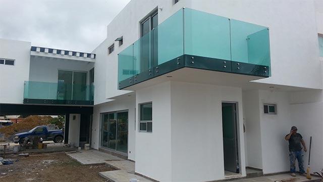Deaalum barandales de vidrio templado 81 1771 4732 for Tipos de toldos para balcones